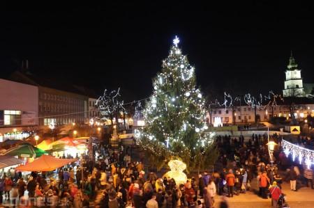 Foto: Mikulášsky sprievod a rozsvietenie vianočného stromčeka 2016 65