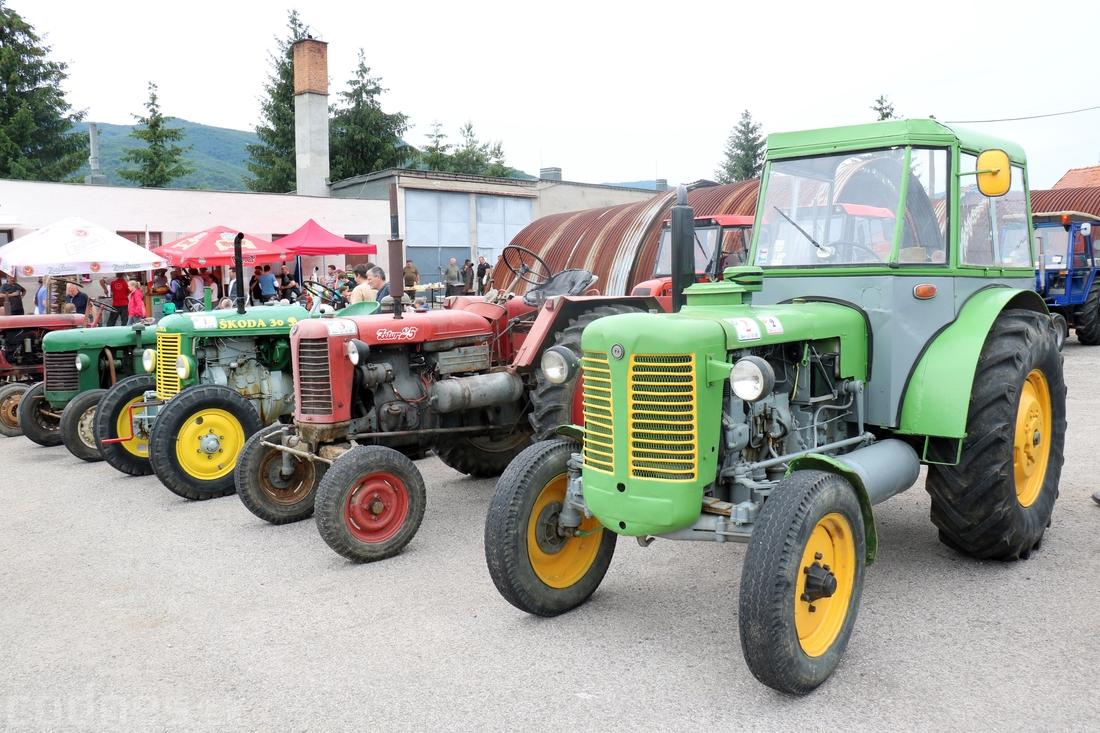 Foto a video: Zraz veteránov traktorov, automobilov a inej techniky - Mačov 2016