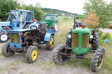 Foto a video: Zraz veteránov traktorov, automobilov a inej techniky - Mačov 2016 8