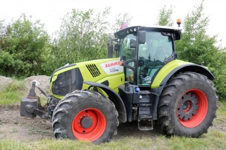 Foto a video: Zraz veteránov traktorov, automobilov a inej techniky - Mačov 2016 10