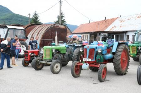 Foto a video: Zraz veteránov traktorov, automobilov a inej techniky - Mačov 2016 12