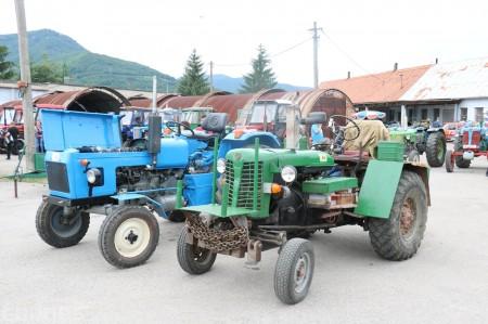 Foto a video: Zraz veteránov traktorov, automobilov a inej techniky - Mačov 2016 15