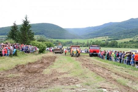 Foto a video: Zraz veteránov traktorov, automobilov a inej techniky - Mačov 2016 35