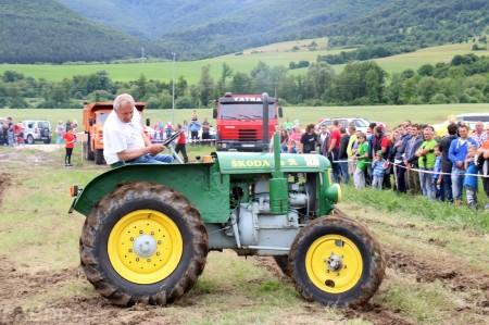 Foto a video: Zraz veteránov traktorov, automobilov a inej techniky - Mačov 2016 39
