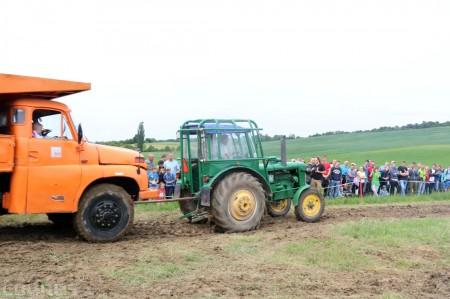 Foto a video: Zraz veteránov traktorov, automobilov a inej techniky - Mačov 2016 54
