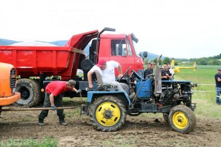 Foto a video: Zraz veteránov traktorov, automobilov a inej techniky - Mačov 2016 55