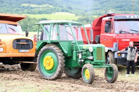 Foto a video: Zraz veteránov traktorov, automobilov a inej techniky - Mačov 2016 61