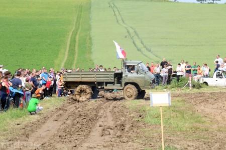 Foto a video: Zraz veteránov traktorov, automobilov a inej techniky - Mačov 2016 63