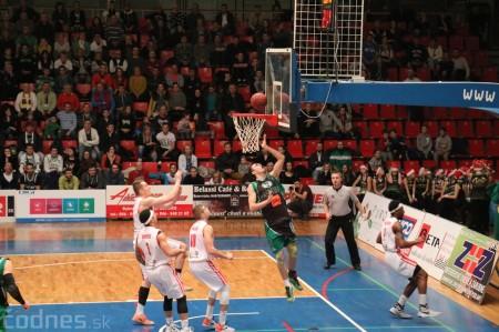 Video a foto: BC Prievidza - MBK Rieker Komárno a lietajúce plyšáky 8