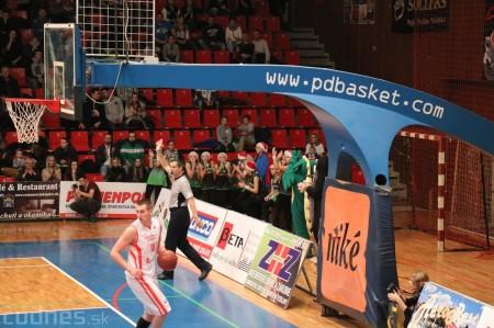 Video a foto: BC Prievidza - MBK Rieker Komárno a lietajúce plyšáky 10
