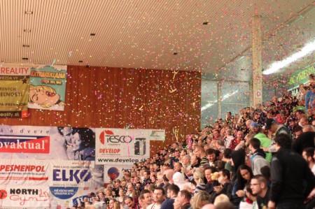 Foto a video: BC Prievidza - Inter Bratislava a lietajúce plyšáky 2014 11