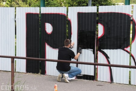Foto: Vitajte v Prievidzi - sprejeri skrášlili plot 8