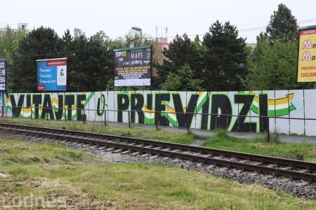 Foto: Vitajte v Prievidzi - sprejeri skrášlili plot 22