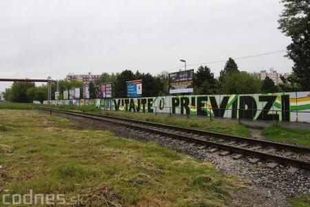 Foto: Vitajte v Prievidzi - sprejeri skrášlili plot 25