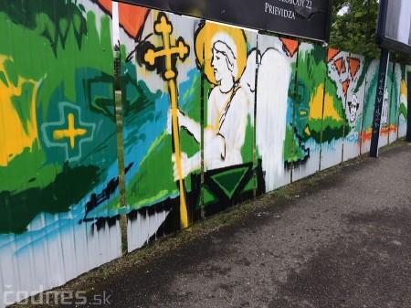 Foto: Vitajte v Prievidzi - sprejeri skrášlili plot 26