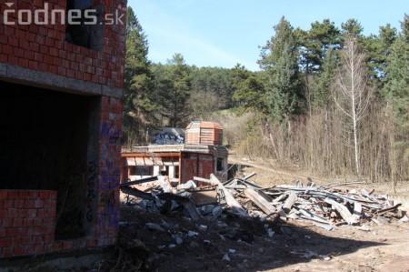 Foto a video: Búranie kryté bazény Čajka Bojnice 5
