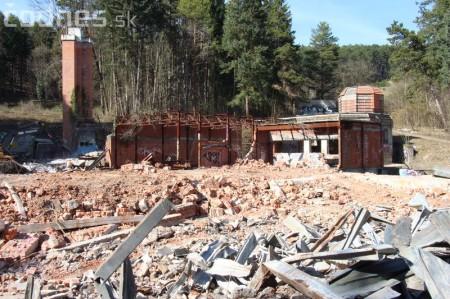 Foto a video: Búranie kryté bazény Čajka Bojnice 9