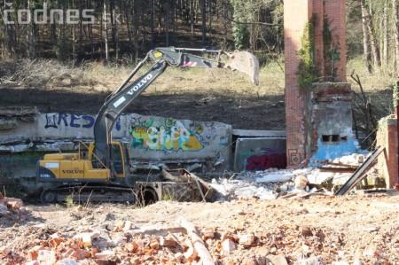 Foto a video: Búranie kryté bazény Čajka Bojnice 11