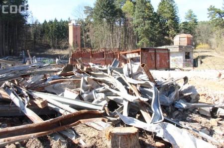 Foto a video: Búranie kryté bazény Čajka Bojnice 12