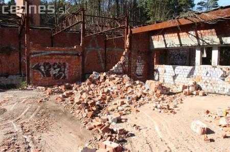 Foto a video: Búranie kryté bazény Čajka Bojnice 17