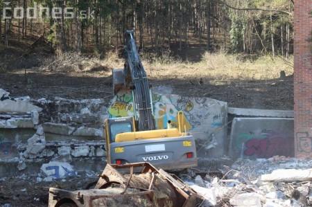 Foto a video: Búranie kryté bazény Čajka Bojnice 18