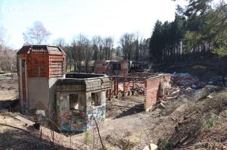 Foto a video: Búranie kryté bazény Čajka Bojnice 32