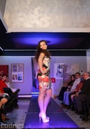 Foto: Módna prehliadka - kožuchy, spodné prádlo, šperky 5