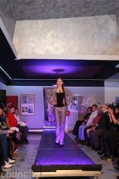 Foto: Módna prehliadka - kožuchy, spodné prádlo, šperky 7