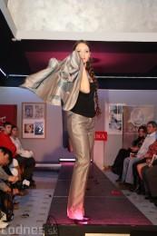 Foto: Módna prehliadka - kožuchy, spodné prádlo, šperky 9