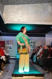 Foto: Módna prehliadka - kožuchy, spodné prádlo, šperky 10