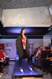 Foto: Módna prehliadka - kožuchy, spodné prádlo, šperky 11