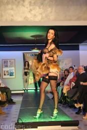 Foto: Módna prehliadka - kožuchy, spodné prádlo, šperky 30