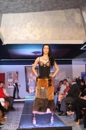 Foto: Módna prehliadka - kožuchy, spodné prádlo, šperky 43