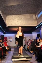 Foto: Módna prehliadka - kožuchy, spodné prádlo, šperky 51