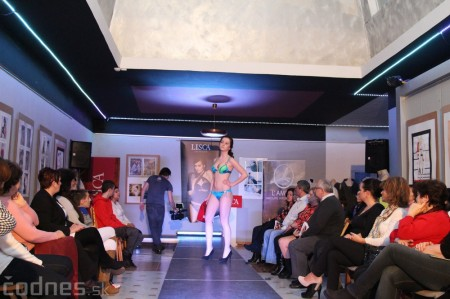 Foto: Módna prehliadka - kožuchy, spodné prádlo, šperky 58