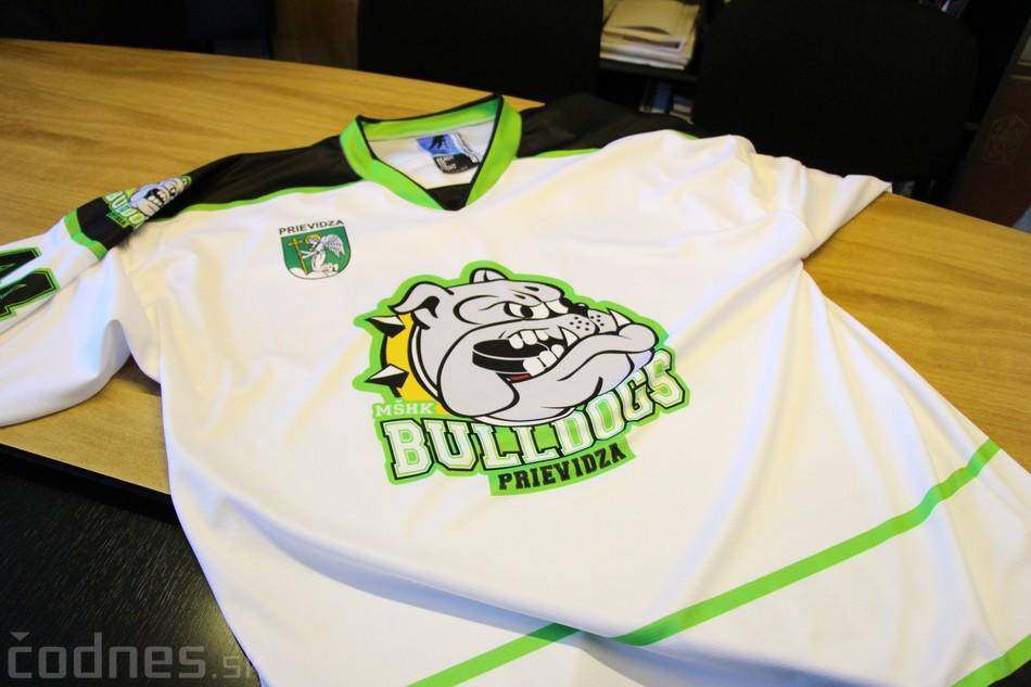 Foto a video: Exibičný hokejový zápas MšHK Bulldogs Prievidza a hviezdy NHL a Slovenska