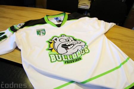 Foto a video: Exibičný hokejový zápas MšHK Bulldogs Prievidza a hviezdy NHL a Slovenska 0