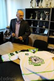 Foto a video: Exibičný hokejový zápas MšHK Bulldogs Prievidza a hviezdy NHL a Slovenska 1