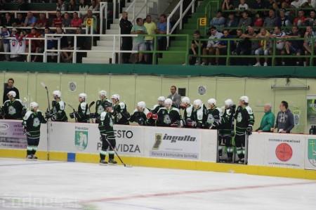 Foto a video: Exibičný hokejový zápas MšHK Bulldogs Prievidza a hviezdy NHL a Slovenska 92