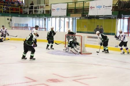 Foto a video: Exibičný hokejový zápas MšHK Bulldogs Prievidza a hviezdy NHL a Slovenska 96