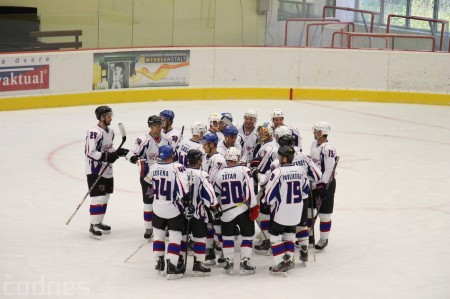 Foto a video: Exibičný hokejový zápas MšHK Bulldogs Prievidza a hviezdy NHL a Slovenska 98