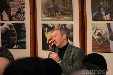 Foto a video: Mons. Róbert Bezák na festivale Jeden svet 2013 4