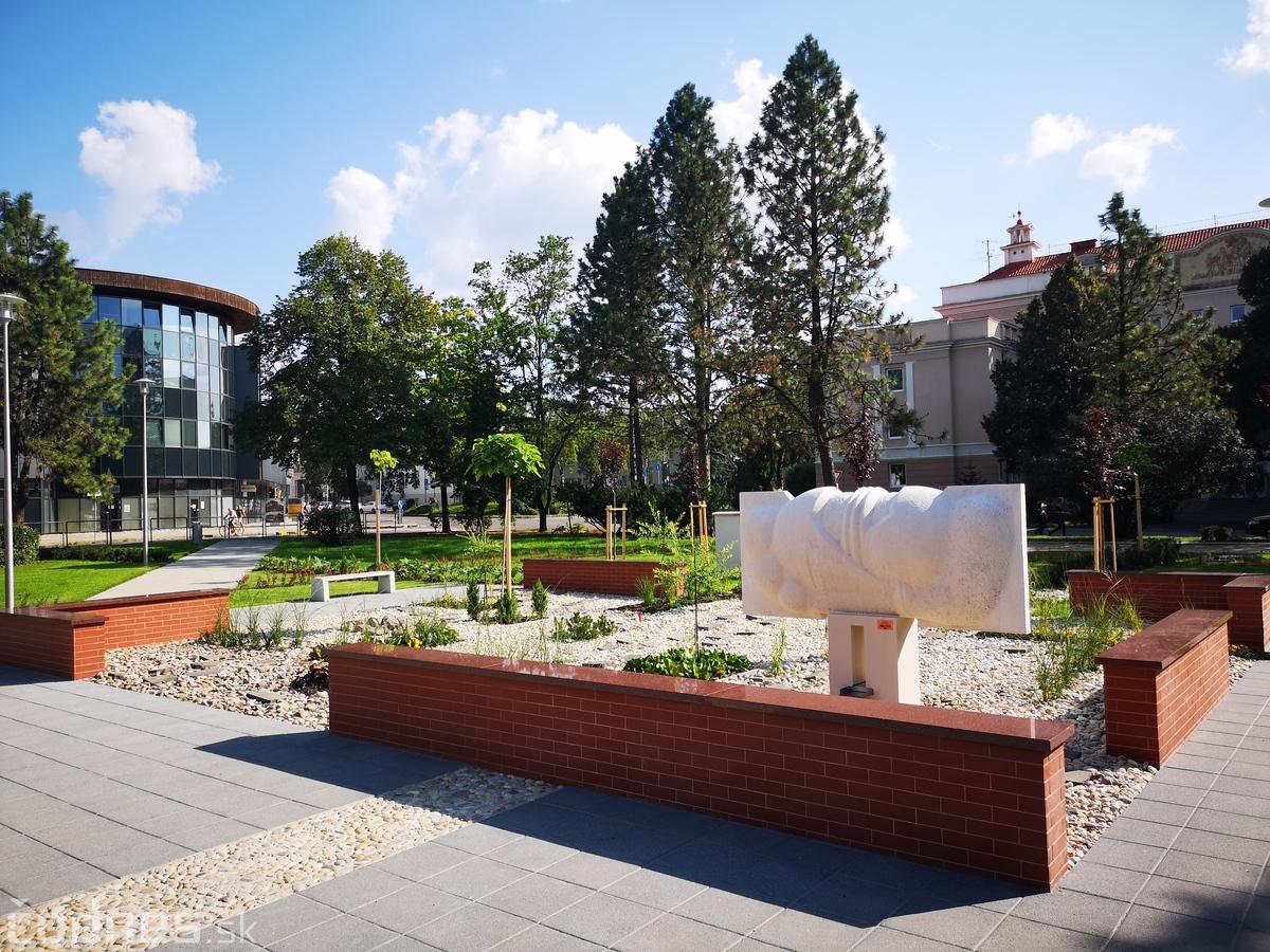 Park pred úradom práce dokončený