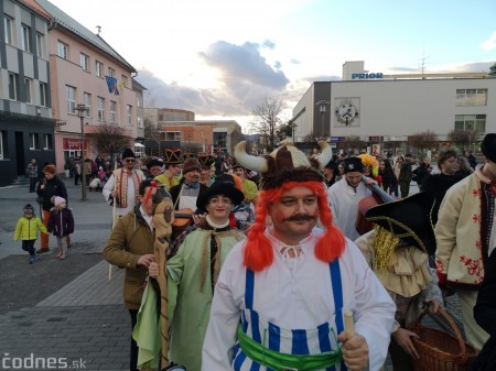 Foto: Fašiangový sprievod mestom a pochovávanie basy 29