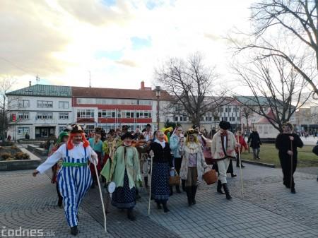 Foto: Fašiangový sprievod mestom a pochovávanie basy 32