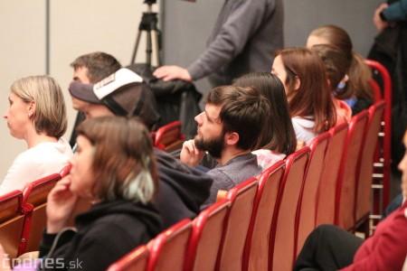 Foto a video: Greenpeace o zmenách klímy a ťažbe uhlia na Hornej Nitre - diskusia s riaditeľkou Greenpeace Ivanou Kohutkovou a Radekom Kubalom 2