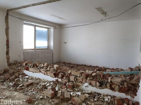Foto: Firma Brose sa zapojila do týždňa dobrovoľníctva v Galérii Jabloň. Možno vďaka ním otvoria skôr 18