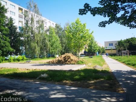 Foto a video: Práce na revitalizácii vnútrobloku medzi ulicami I. Krasku a Ľ. Ondrejova v Prievidzi sú v plnom prúde 1