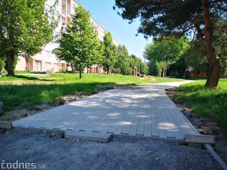 Foto a video: Práce na revitalizácii vnútrobloku medzi ulicami I. Krasku a Ľ. Ondrejova v Prievidzi sú v plnom prúde 10
