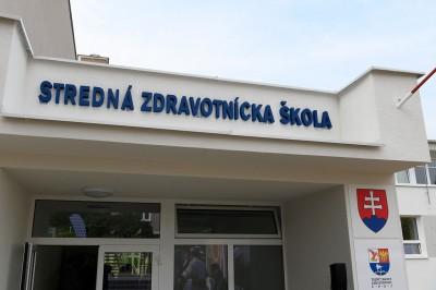 Foto a video: Stredná zdravotnícka škola v Prievidzi otvorená. Do prvého ročníka nastúpilo 48 žiakov